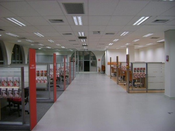 Interior de Agência do Banco Santander